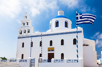 Picturesguq white and blue greek orthodox church in Oia, Santorini